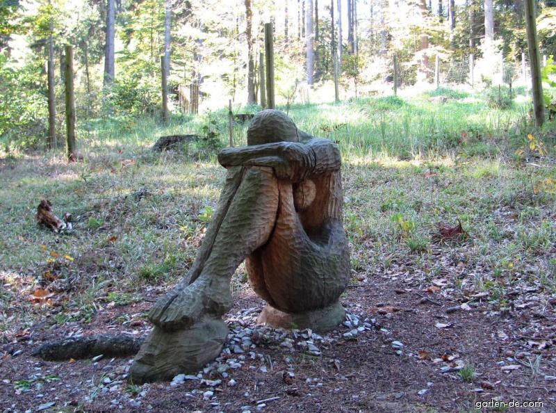 Arboretum Křtiny - socha, i odpočívat se dá v lůně přírody